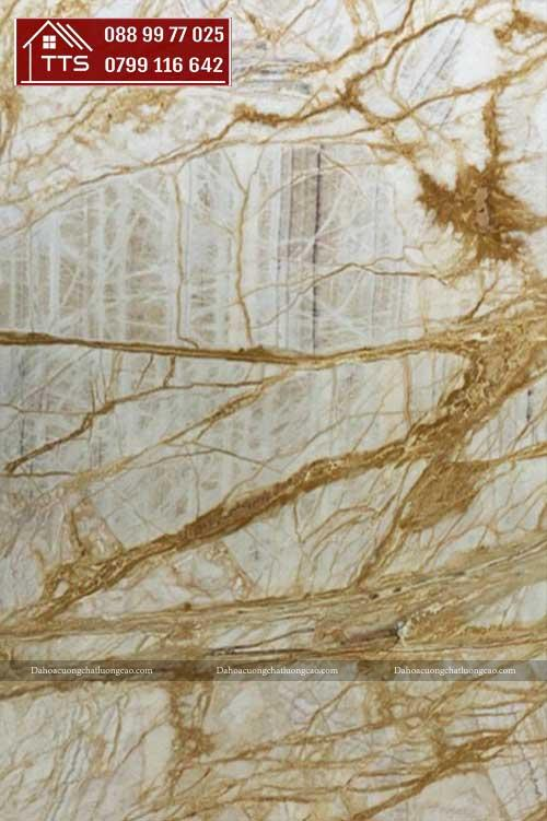 đá xuyên sáng vàng vân rễ cây